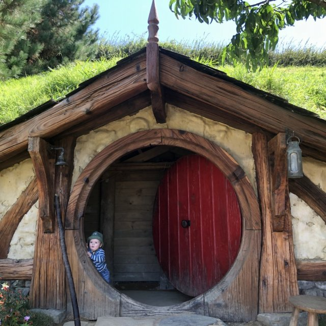 Baby in Hobbit Haus